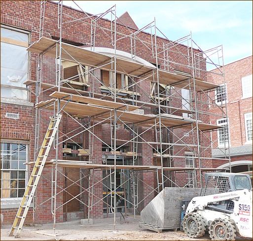 Photo 4: Providing safe access to conventional scaffolding can be tricky. This extension ladder only provides access to the first level. Clamp-on ladders might be better here.