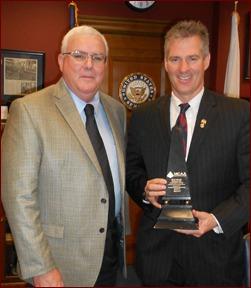 John Smith presents the MCAA Prosperity Award to Massachusetts Senator Scott Brown.