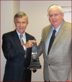 Nebraska Senator Mike Johanns accepts the MCAA Prosperity Award from John Smith.