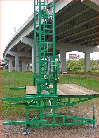 Photo 3:  Flexible planking is standard. The top and bottom masons outriggers adjust for 0 to 5 boards to fill the inside of an elevator shaft.