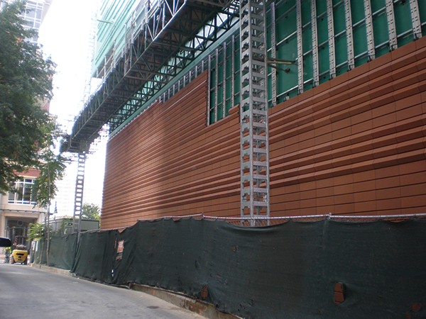Rainscreen veneer terra cotta during installation.