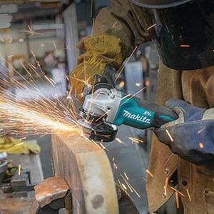 saws-blades-makita_xag06m_action1