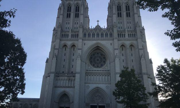 Translation: Tesoros Americanos: La Catedral Nacional de Washington